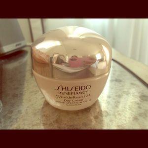 Shiseido Benefiance WrinkleResist SPF 18 Day Cream